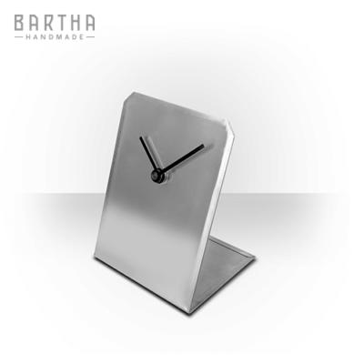 asztalióra-óra-quartz-kvarc-csendes-halk-fém-rozsdamentes-acél-modern-design-dizájn-minimal-lakberendezés-kézzel-készített-handmade-barthahandmade